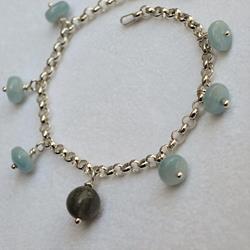 Braccialetto in argento 925 e charms di pietre dure
